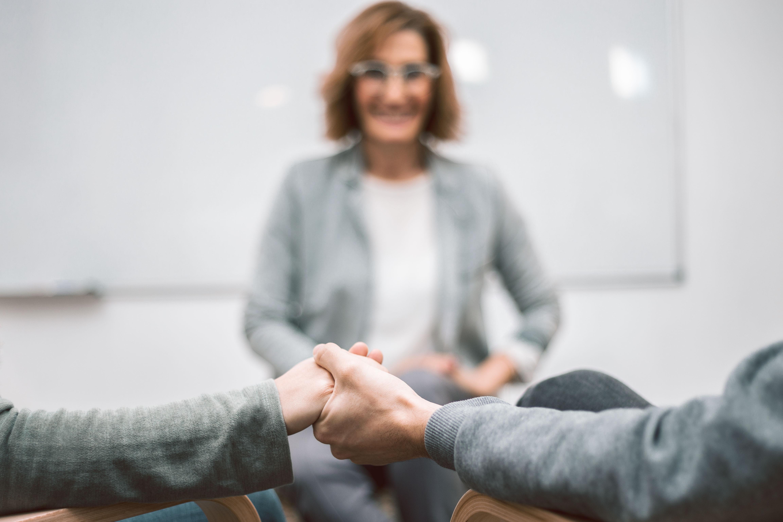 sesion-grupal-alicia-diago-coach-personal-mindfulness-terapia-gestion emocional-conciliacion familiar-felizmente-padres-madres-curso-online
